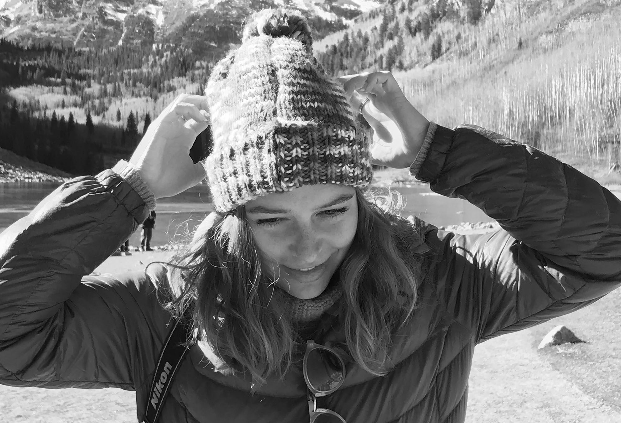 www.boulderingonline.pl Rock climbing and bouldering pictures and news sonya pevzner wearing beanie near mountains